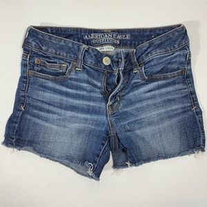 AE Shortie Denim Jean Shorts size 6 Super Stretch